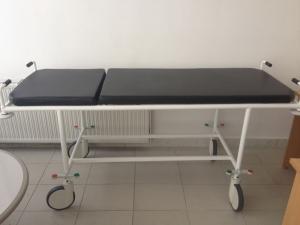 Betegszállító Kocsi felhajtható oldalkerettel fix magasság nagy kerék (D=200mm)